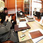 """אוהד הראל עם עו""""ד משה אוסדיטשר והרבנים: צילום שלומי טריכטר"""